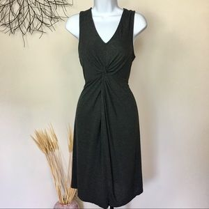 Maternity dress. Comfortable sleeveless knot front